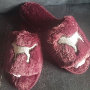 PINK BY VICTORIA SECRET SLIPPERS NEW